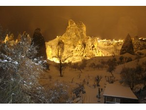 Kapadokya'da kartpostallık kar manzaraları