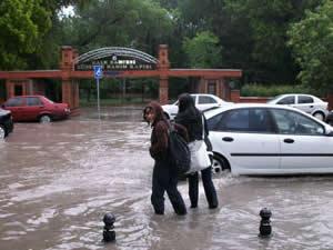 Gökçeada'da yağış hayatı felç etti