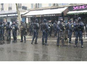 """Fransa'da """"küresel güvenlik"""" yasası protestoları devam ediyor"""
