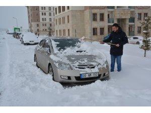 Sarıkamış'ta yoğun kar yağışı etkili oluyor