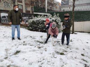 Sultangazi'de kar eğlencesi kısıtlama tanımadı