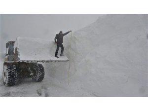 Muş'ta 4-5 metre karla mücadele