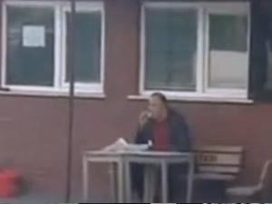 1 Mayıs'a çatışma ortasında börek yiyen adam damga vurdu