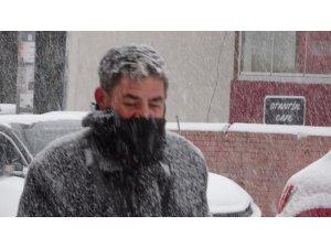 Ardahan'da özlenen kar yağışı başladı