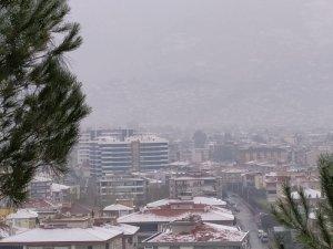 10 yıl aranın ardından Tire merkeze kar yağdı