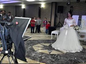 Spiker düğününde haber sundu!