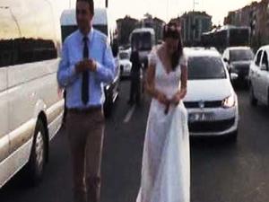 İstanbul trafiğinde kendi düğünlerine geç kaldılar!