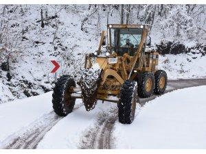 Gemlik Belediyesi'nin kar mesaisi sürüyor