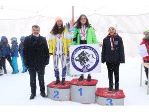 -Kayakçılara madalyaları Kabakcı'dan