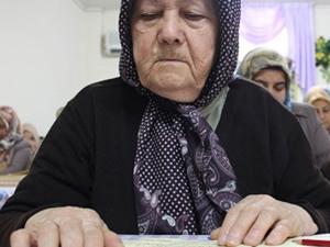 Kuran-ı Kerim'i 81 yaşında öğrenmeye başladı!