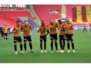 Süper Lig: Göztepe: 3 - Gençlerbirliği: 0 (ilk yarı)