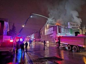 Gıda Toptancıları Sitesi'ndeki yangın kontrol altına alındı