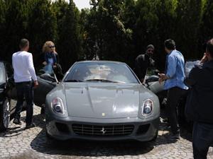 Cem Yılmaz'ın yeni arabası Ferrari F12