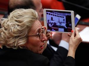 CHP milletvekili meclisten canlı yayın yaptı