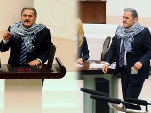 CHP'li vekil mecliste poşu taktı