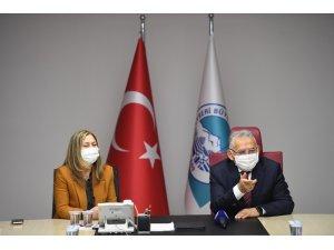 Büyükkılıç, AK Parti Kayseri Kadın Kolları'nın yeni yönetimini kabul etti