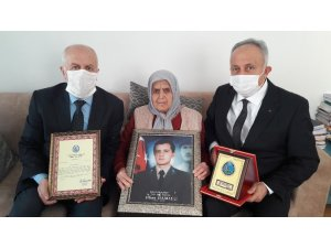 Şehit annesinden Mehmetçik Vakfı'na bağış