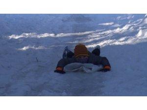 Bartın'da kar kalınlığı 60 santimetreye ulaştı