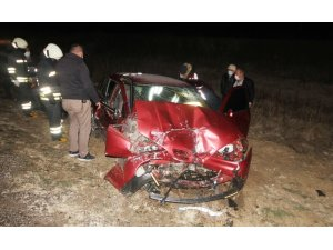 Otomobil ile yolcu otobüsü çarpıştı: 1 ölü
