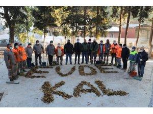 Manisa'da temizlik işçilerinden 'Evde kal' mesajı