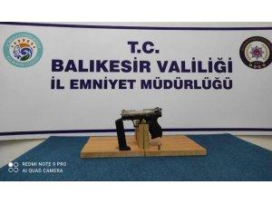 Balıkesir'de polis 17 aranan şahsı yakaladı