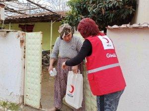 Alaşehir'de Kızılay'dan ihtiyaç sahiplerine yardım malzemesi