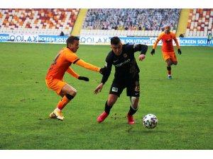 Süper Lig: Yeni Malatyaspor: 0 - Galatasaray: 0 (İlk Yarı)