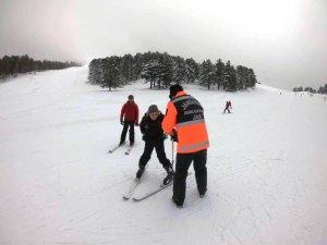 """Murat Dağı Kayak Merkezi'ndeki """"JAK"""" timleri güven veriyor"""