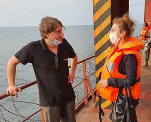 Türkiye'nin Librevil Büyükelçisi Nilüfer Erdem Kaygısız, saldırıya uğrayan gemi mürettebatıyla görüştü