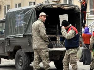 Kaçakçılar askerlere saldırdı