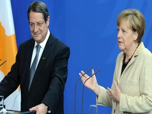 Merkel basın toplantısında Rum lideri uyardı