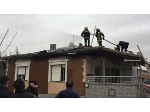 Konya'da müstakil evin çatısında yangın