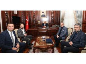Bursaspor Başkanı Erkan Kamat ve yönetim kurulu, Bursa Valisi Yakup Canbolat'ı ziyaret etti