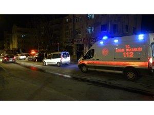 Hafif ticari araçla otomobil çarpıştı: 1'i bebek 2 kişi yaralandı