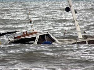 Libya'da kaçakları taşıyan tekne battı