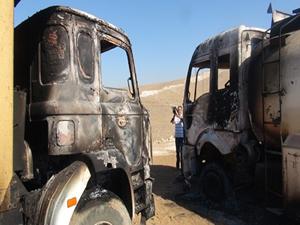 Hakka'de 2 iş makinesi yakıldı