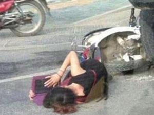 Çin'de yaralı ambulans beklerken ders çalıştı