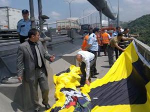 Fenerbahçe bayrağı köprülere asıldı