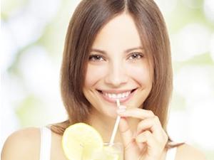 Dişlerinizi bu 8 gıda beyazlatıyor!