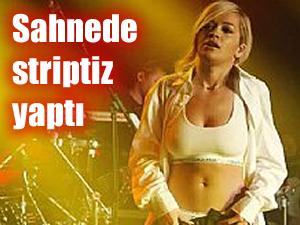 Rita Ora'dan striptiz şov