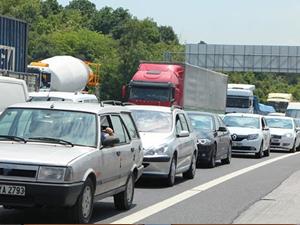 İstanbul TEM otoyolun'da trafik kilitlendi