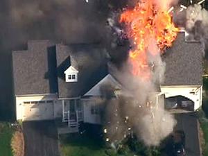 Polis operasyonu sırasında ev havaya uçtu