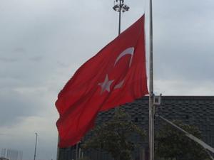 İstanbul'da bayraklar yarıya indirildi