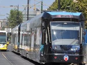 İETT otobüsüyle tramvay çarpıştı