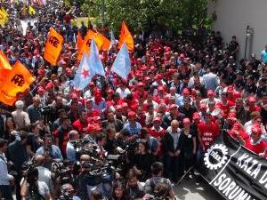 Ankara'da 5 Bin Kişi Çalışma ve Sosyal Güvenlik Bakanlığı'na Yürüdü