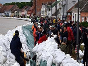 Azerbaycan'dan Bosna ve Sırbistan'a yardım eli