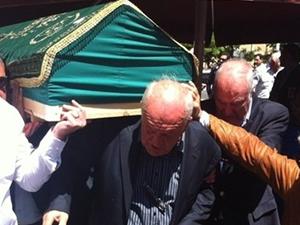 Ali Şen gözyaşları içinde torununu toprağa veriyor
