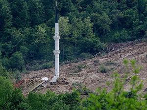 Bir tek minare ayakta kaldı