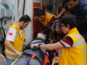 İşçi servisi tırla çarpıştı: 21 yaralı