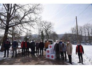 Belediyeden karantinada olan Elmabahçe köyüne gıda ve maske yardımı